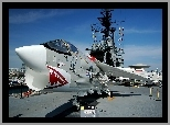 Lotniskowiec, USS Midway, Vought F-8 Crusader